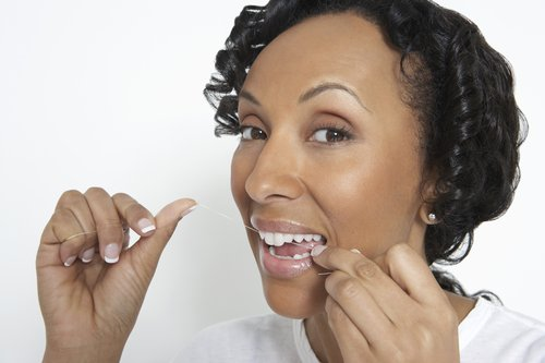 woman flossing her teeth