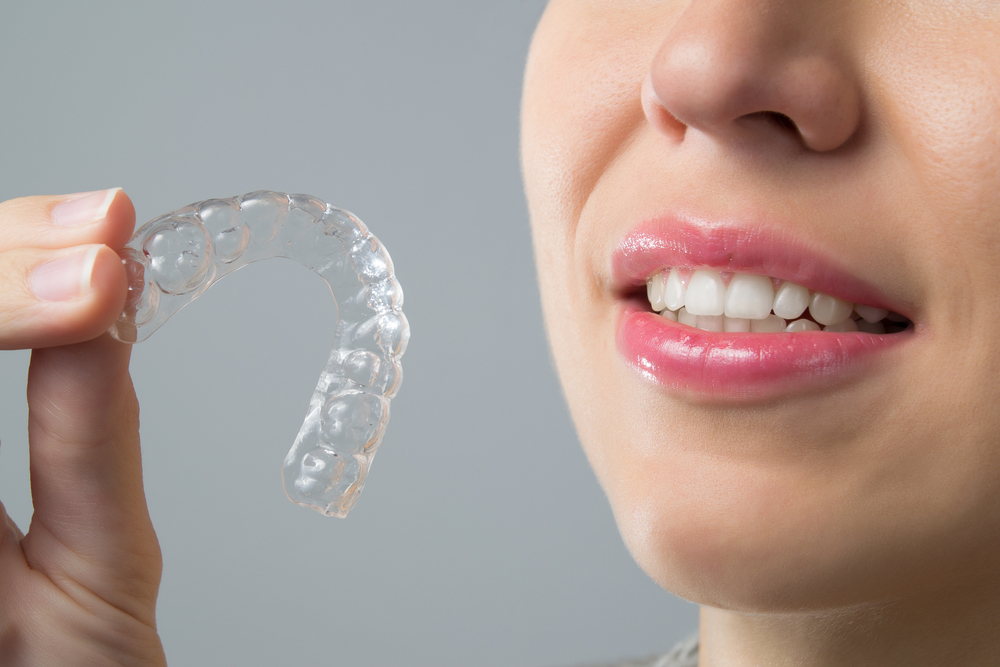 woman with crooked teeth using invisalign